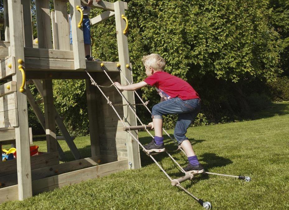 Beneficii ale locurilor de joacă din exterior versus cele din interior